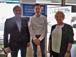 Unternehmenschef Karl-Heinz Löffler, Filialleiter Standort Gera-Langenberg, Markus Neumann und Verkaufsberaterin Fliesen, Doris Blachetta (v.li.)